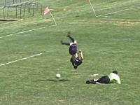 これは狙っていたのか偶然なのか。海外サッカーで飛び出したミラクルゴール。