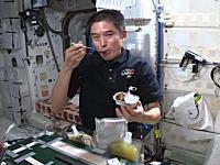 宇宙食。宇宙でのお食事とは。ISSの大西宇宙飛行士のお食事風景。