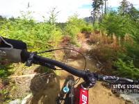 この映像めちゃ見やすい。激しいのにスムーズなマウンテンバイクトレイルのビデオ。