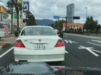どんだけ短気なんwww指示器を出さずに停止した車に鬼クラクションでトラブル大津。