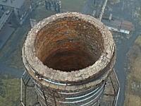 ドローンの正しい使い方。古くなった煙突の発破解体をドローンで空撮。これはお見事な解体。