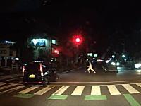 岡山のキチガイ。ジリジリ運転していた軽四で横断中の女性に襲い掛かる(°_°)