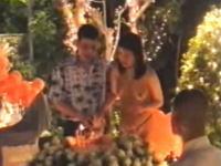 タイの皇太子がパーティーで皇太子妃(当時)を裸にしている映像。トップレス&Tバック。