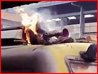 電車代をケチって焼け死んだ人。屋根の上で感電してメラメラと燃えている男が撮影される。