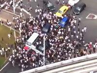 【PQN】お台場でポケモンGOトレーナーたちが道路を埋め尽くし車の通行を妨害して騒動に。