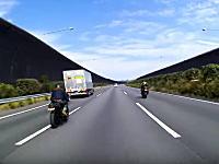 日本にもこんなヤツいたのか。東名高速を即死スピードでかっ飛ばすバイク3台。ふわわkm/h