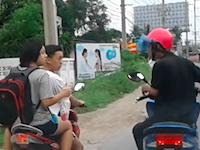 赤ヘルメットDQNすぎる(°_°)走行中に揉めていた2台のスクーターが(°_°)