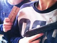お泊りデートを許されなかった15歳カップルが自宅に立て籠もりパトカーに発砲。の動画がキテマシタ。