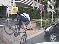 自転車と軽自動車のサンキュー事故+KIRINの配送トラックドア開き事故の瞬間。