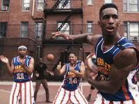 「リズム」のSTOMPとバスケットボールのハーレム・グローブトロッターズが共演すると。