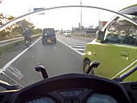 ドライブレコーダー危険運転。バイクに乗っているとこういう意味の無い被せを仕掛けてくる車と遭遇する。