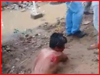 4歳の女の子に対する強姦殺人容疑の男が暴徒によってリンチされている衝撃動画。