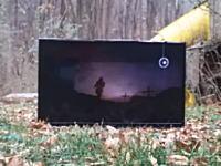 液晶テレビは何発の銃弾に耐える事ができるのか。実際に撃って試してみた。