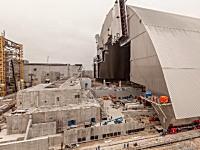チェルノブイリ原発4号炉の放射性物質を封じ込める巨大アーチの設置が完了。そのビデオ。