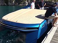 自動車のアストンマーティンがマリン業界に参入。1040馬力のパワーボートAM37を公開。