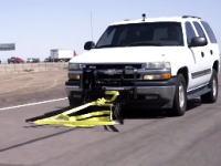逃走車両を無理やり物理的に停止させる新しいアイデアの紹介動画。