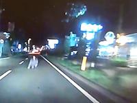 こえええええ(°_°)車道飛び込み自殺の男をもう少しではねてしまうところだったドラレコ。