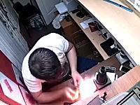 iPhoneバッテリーの爆発力。分解修理をしようとしたスマホ修理屋さんが(°_°)