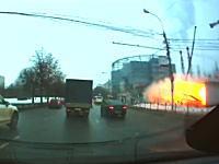 モスクワで地下鉄の駅が爆発し6名が負傷。その瞬間を捉えていた映像が公開される。