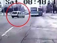 トルコでまた自爆テロ(動画)バス亭のバスを狙った自爆で13人が死亡し56人が負傷。