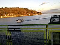 海の事故。フェリーにボートが衝突する事故の瞬間。というかそのまま行くの?ww