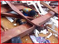ナイジェリアで教会の屋根が崩壊して60人が死亡。の現場を撮影した映像が公開される。