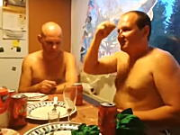 ばっかだろお前ら。酔っ払った男たちによる危険なお遊びバチバチ動画。(ロシア)