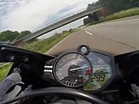 ビビリミッター解除。公道で時速300キロにチャレンジしたバイカーたちの映像集。