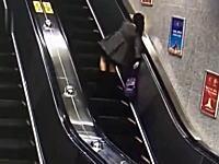 中国のエスカレーターで女性がグルングルンしながら落ちていく事故wwwあぶいwww