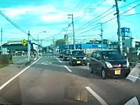 山口県で撮影されたこの事故ヤバそう。運転席側オフセット衝突は亡くなっているかも。