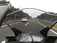 一発免停12点。神奈川の国道134号線を140km/hオーバーで走るライダーの車載。