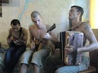 ロシアの民族楽器「ドムラ」と「バラライカ」を使った演奏が素敵だ動画。