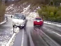 全車神回避!福島で撮影されたスリップ暴走トラックの映像がすごい。
