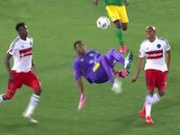 プレミアサッカーリーグでゴールキーパーがオーバーヘッドキックを決めるwww