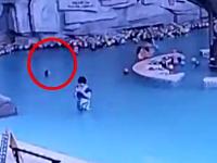 携帯電話に気を取られて4歳の息子を溺死させてしまった母親。CCTV映像。