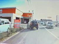うっそだろお前www福井県で撮影された初心者マークが酷すぎるwww自動車店から出て6秒で事故www