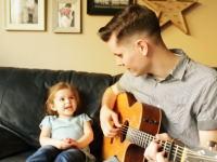 パパさんと一緒に歌う4歳の女の子のトイ・ストーリーが可愛すぎ(・∀・)ル!