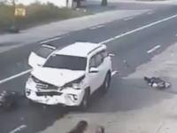 死亡事故。家族4人乗りバイクを吹っ飛ばした居眠り運転の車。衝撃注意。