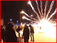 花火の打ち上げに失敗して爆死(((゚Д゚)))おっそろしい動画像がネットにアップされる。