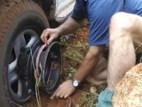 ホイールナットを交換するだけで駆動輪をウインチとして使える画期的な商品。