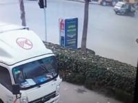 中国で事故った直後にドナドナされていくバイカーの映像が撮影される。