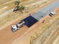 アスファルト舗装が一瞬で!?オーストラリアの道路工事のビデオが面白い。