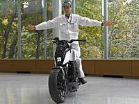 ホンダが無人でも倒れないロボットのようなバイクを公開。ライディングアシスト。