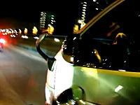 殺人未遂ハイエース。危険なハイエースの幅寄せに転倒させられたスクーター乗りの車載。