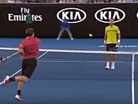 テニスで相手の股間を強襲するパワーショットが決まる(°_°)ワウリンカ-クリザン