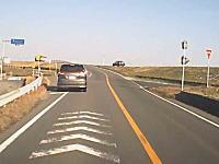 こんな運転マジ勘弁してほしい。左に行くと見せかけて右ぃ!これは罠すぎる。