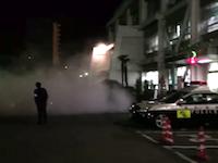 【DQN】17歳の暴走族が警察署に特攻し消火器をぶちまけて現行犯逮捕。友人が動画撮影。