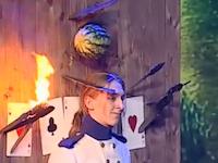 最強に怖いナイフ投げの映像。ギリギリすぎてヒヤヒヤポイントだらけ(@_@;)