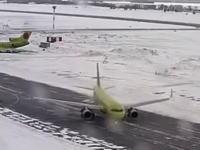 旅客機が凍結路でスピンする光景を見た事があるだろうか。A320がツルリン。