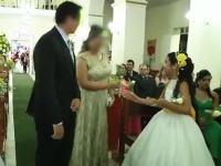 結婚式の最中に3人が撃たれた拳銃発砲事件のビデオ。(ブラジル)